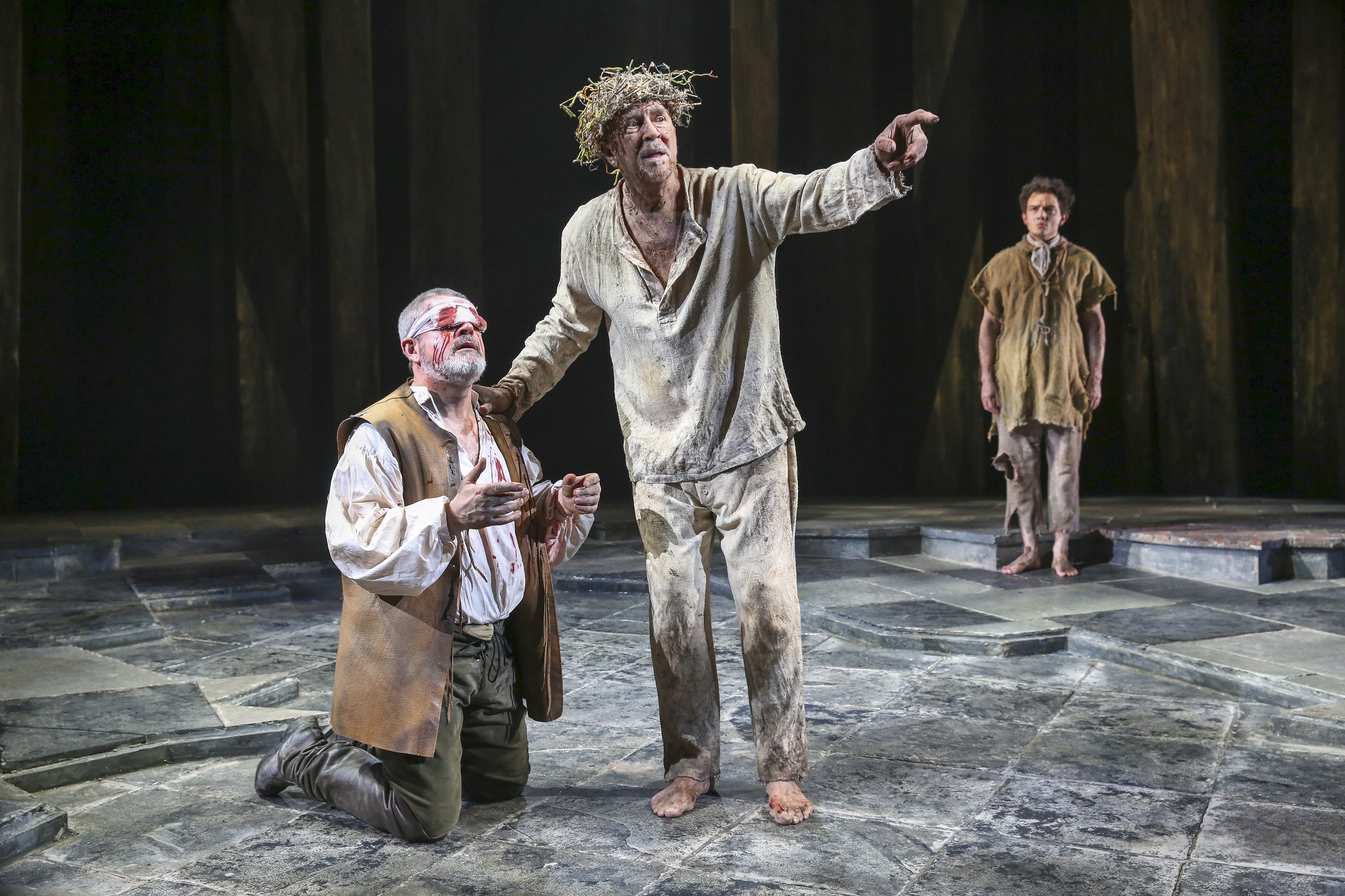 comparison king lear and gloucester As one of shakespeare's most famous tragedies, the story of king lear reflects the two extremes of human nature--love and loyalty, lies and betrayal in such a.